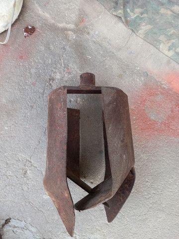 Estrado de ferro antigo .leia a  baixo