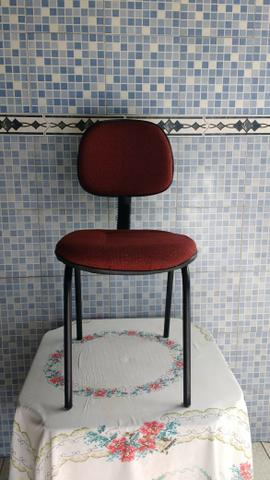 Cadeira de escritório reformada, nova