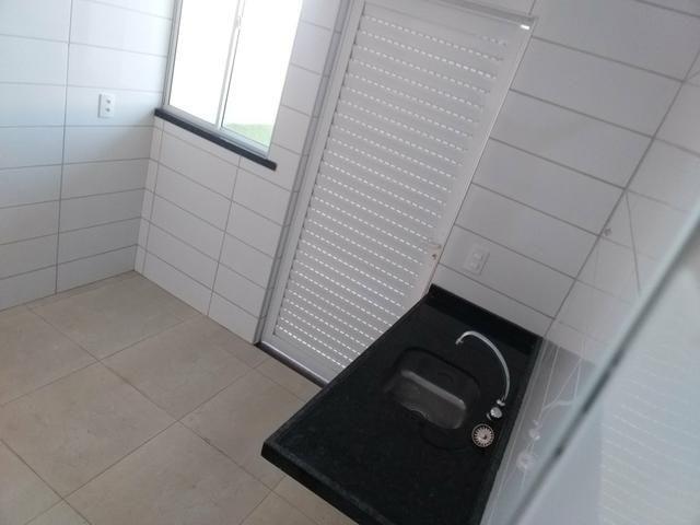 Linda casa em condomínio com ótima localização - Foto 3