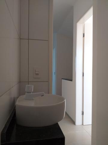 Linda casa em condomínio com ótima localização - Foto 19