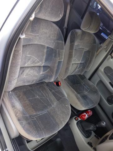 Clio sedan Privilege 1.0 completo ano 2005 - Foto 13