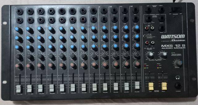 Mesa de som de 12 canais