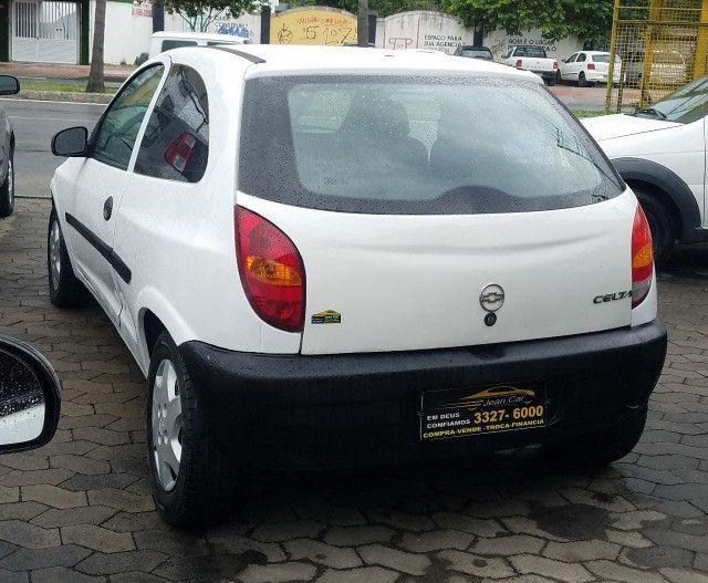 GM Celta 1.0 com vidros e travas elétricas. Carro bom e barato. Confira! - Foto 5