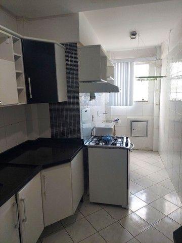 Apartamento mobiliado 2/4 com suíte 3° andar - Foto 2