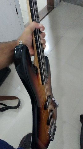 Baixo ativo Squier Jazz Bass Delux V - Foto 4