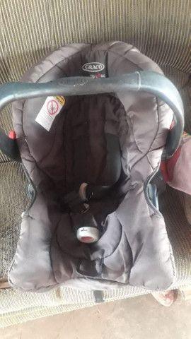 Bebê conforto com suporte para carro