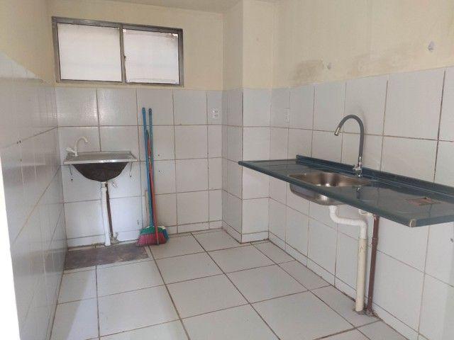 Alugo Apartamento Térreo 2 Quartos, Sala 2 Ambientes, Cozinha, Área de serviço e Banheiro. - Foto 4