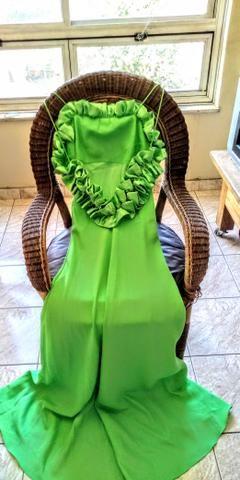 b79d5d44232 Vestido Verde Longo belíssimo acompanha uma echarpe na mesma cor ...