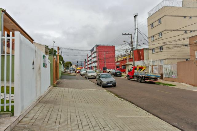 Apartamento ótimo, próximo ao terminal pinheirinho em frente ao mercado condor - Foto 2
