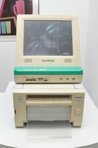 Impressora Fotográfica Fujifilm ASK-300 + Kiosk Fujifilm Touch Screen. completo e usado