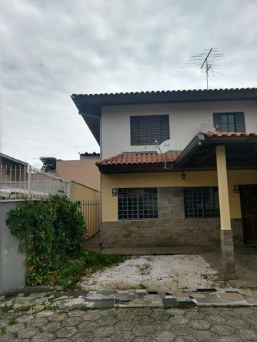 Sobrado em condomínio fechado- Boqueirão