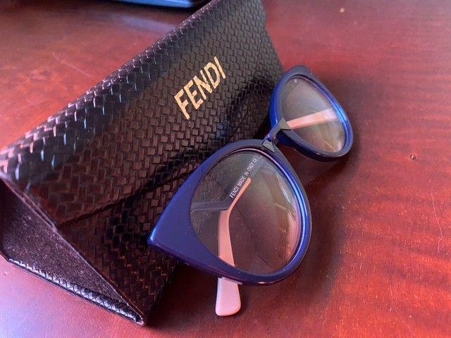 Armação óculos Fendi azul com rosa