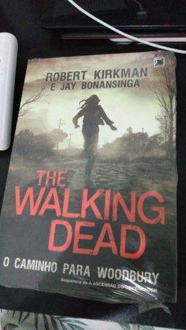 trilogia de livros the walking dead(em ótimo estado)