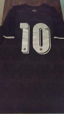Camisa SANTOS III SOTELDO n° 10 - Torcedor UMBRO - Preto e Prata #SANTOSFC<br><br> - Foto 2