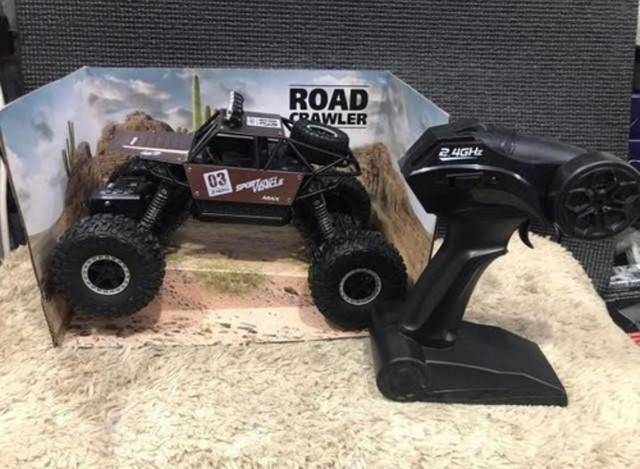 Carrinho metal Crawler 4x4 RC 2.4.Monster Truck