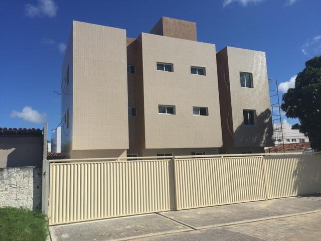 Apartamento em Mangabeira, 2qts, 50mt - R$ 135 mil