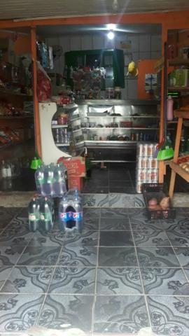 Casa e comércio com mini mercado em funcionamento