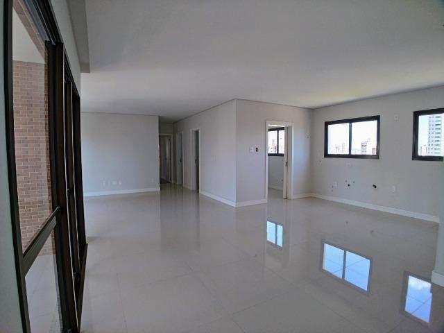 Apartamento no Centro em Itajaí. 3 Suítes, 147M², 2 Vagas de Garagem