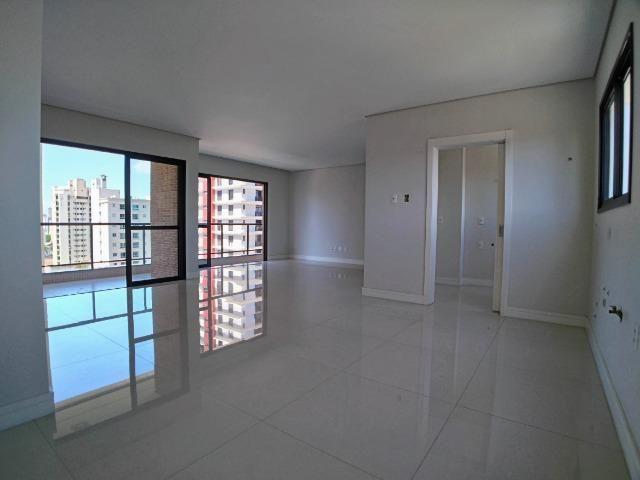 Apartamento no Centro em Itajaí. 3 Suítes, 147M², 2 Vagas de Garagem - Foto 2
