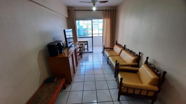 Apartamento de 2 quartos (1 suíte) no Centro