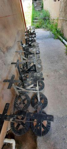 Bancos banquetas de ferro com assento almofadado e revestido em couro - Foto 5