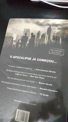 trilogia de livros the walking dead(em ótimo estado) - Foto 5