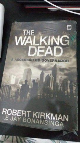trilogia de livros the walking dead(em ótimo estado) - Foto 3