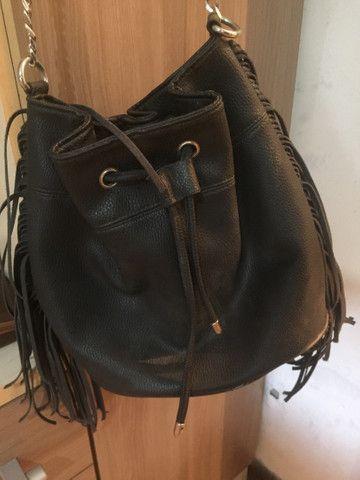 Bolsa saco com franjas e correntes - Foto 3