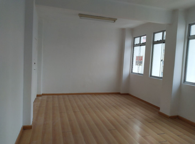 Alugo sala comercial. Rua Emiliano perneta. 42m2 - Foto 6