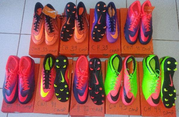 f49fc7048a88c Chuteiras Originais da Nike Campo Vários Números - Roupas e calçados ...