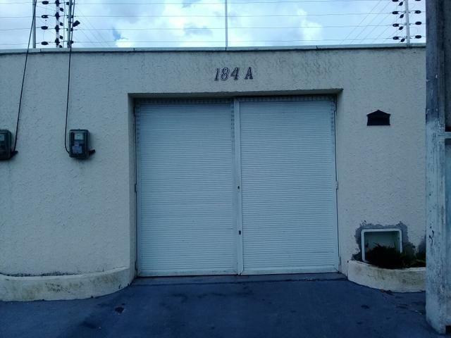 Casa com 2 quartos ,garagem para 2 carros pequenos, Acaracuzinho/ Maracanaú,