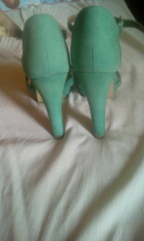 Vendo Sandalias tamanho 35 36 - Foto 3