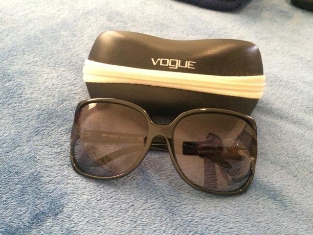 7a89bf0f795f0 Óculos de Sol Vogue (Original) - Bijouterias
