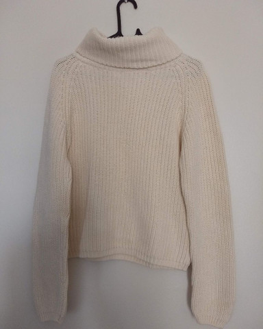 Blusão de lã importado com gola da loja Uniqlo