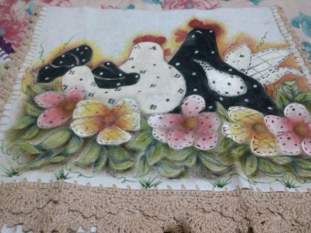 Panos de Copa pintados e barrado Crochet