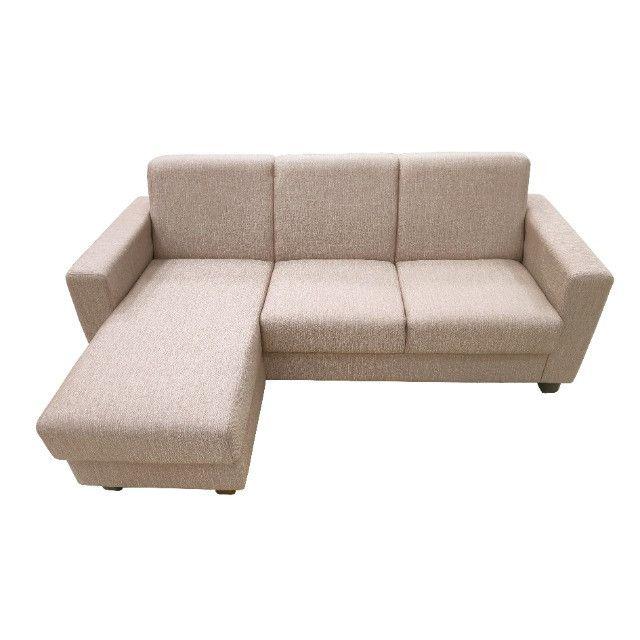 Sofá Chaise 3 lugares tecido bege - Foto 3