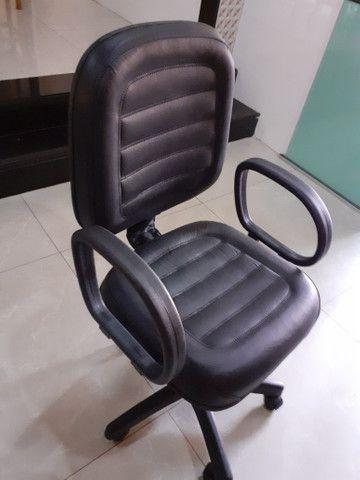 Vende-se cadeira diretor, a quantidade que encomenda,temos estoque - Foto 2