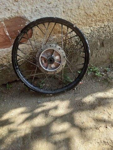 Roda da 150 traseira boa freio a tambor - Foto 2