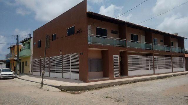 Apartamentos em condominio fechado com 1 quarto e uma vaga na garagem para moto/carro