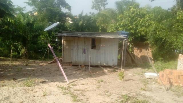 Vendo uma casa com terreno ótimo e bem localizada