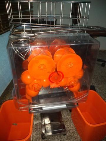 Vendo uma máquina de fazer suco de laranja novinha