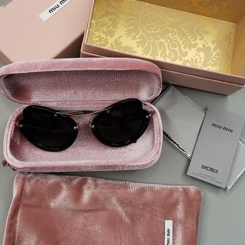 056bc91a0d3a5 Óculos de sol feminino Miu Miu Scenique - Bijouterias