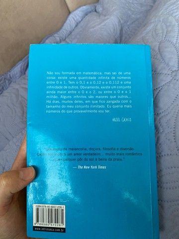 livro A culpa é das estrelas de John Green - Foto 2