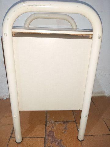 Mesa de cabeceira com 3 gavetas  - Foto 4