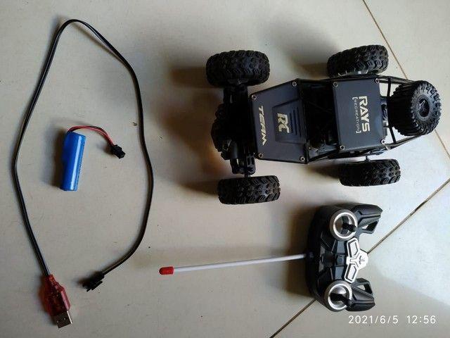 Carro controle remoto semi novo