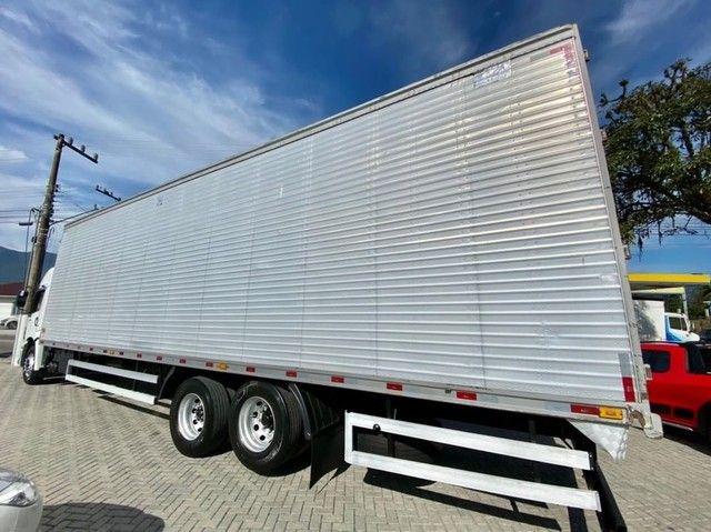 Caminhão vw 24280 6x2 ano: 2014 único dono  - Foto 5