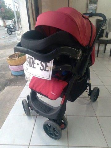 Carrinho terni com o bebê conforto