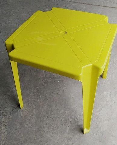 Vendemos mesas e cadeiras plásticas - Foto 3