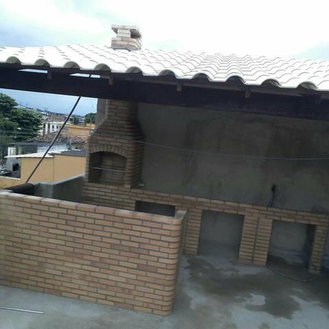 Fabuloso Balcão, banca seca, pia , Churrasqueira e telhado colonial  BS81