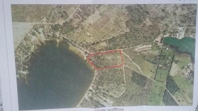 4.7 hectares beira de lagoa